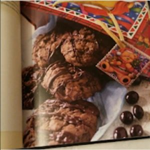 Kitchen - NWOT Dreaming of a Chocolate Christmas Cookbook
